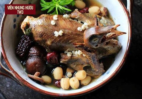 Canh bồ câu hầm thuốc bắc bổ dưỡng
