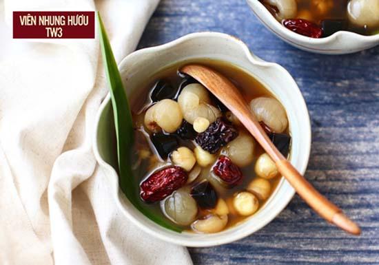 Bồi bổ cơ thể với món hạt sen hầm long nhãn táo tàu