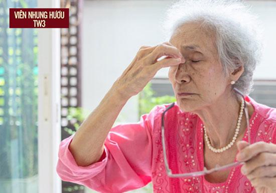 Hạ đường huyết có thể khiến người bệnh cảm thấy bị hoa mắt, choáng váng