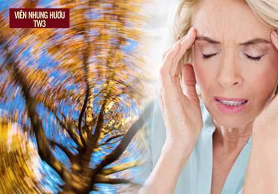 Hoa mắt tê tay có thể đi kèm biểu hiện chóng mặt đau đầu