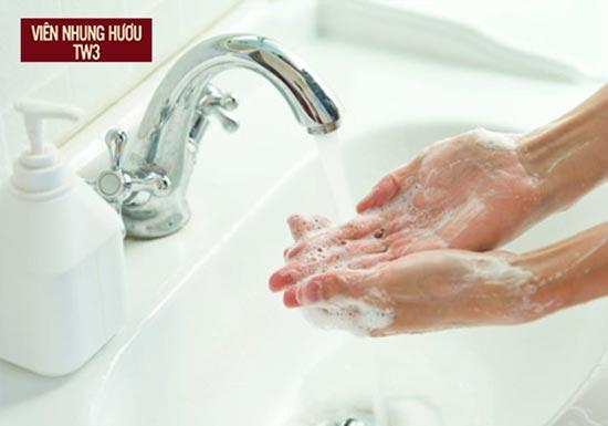 Rửa tay sạch bằng xà phòng