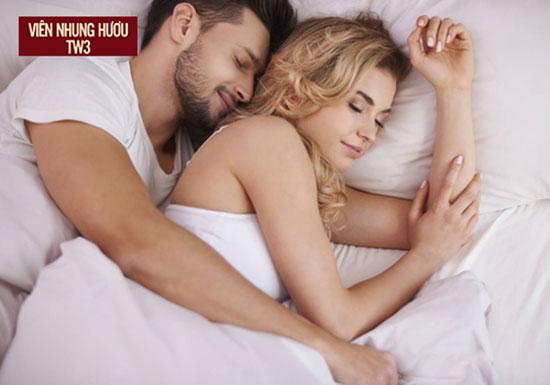 Ngủ đủ giấc giúp cơ thể tái tạo và sản sinh các nội tiết tố tốt cho nam giới