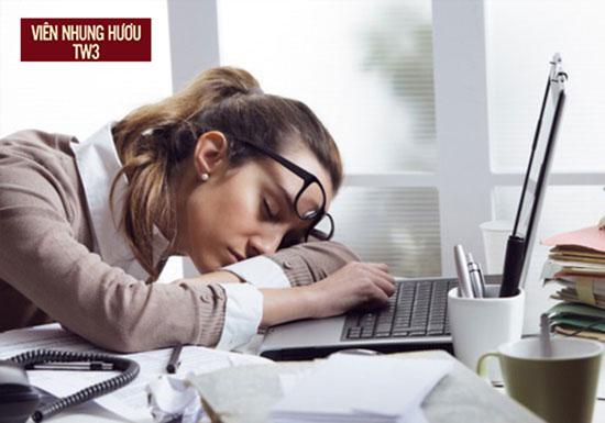 Mệt mỏi bởi công việc khiến bạn luôn bị stress là nguyên nhân gây hoa mắt chóng mặt