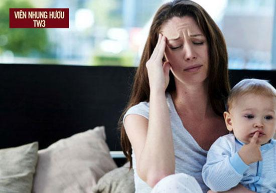 Thay đổi hormone và mất máu sau khi sinh khiến phụ nữ sau sinh dễ bị suy nhược cơ thể