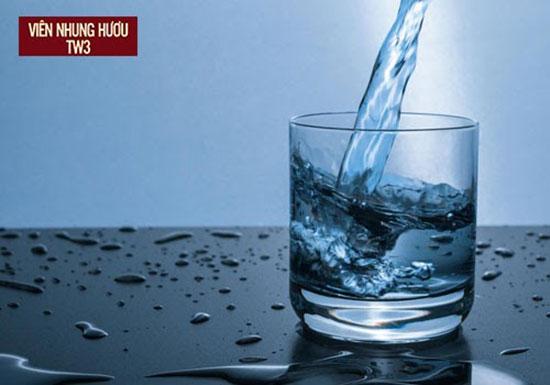 Nước lọc và nước điện giải ion kiềm là hai loại nước uống tốt cho người chơi thể thao