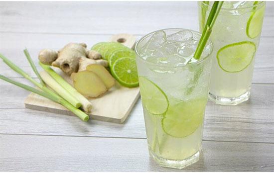Nước chanh giàu vitamin C giúp tăng cường sức đề kháng cho người sau phẫu thuật