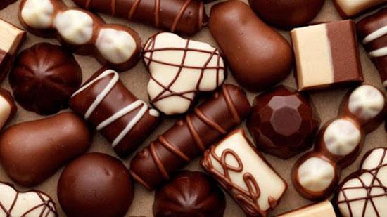 Sô cô la thực phẩm mẹ sau sinh nên kiêng tránh đầy bụng
