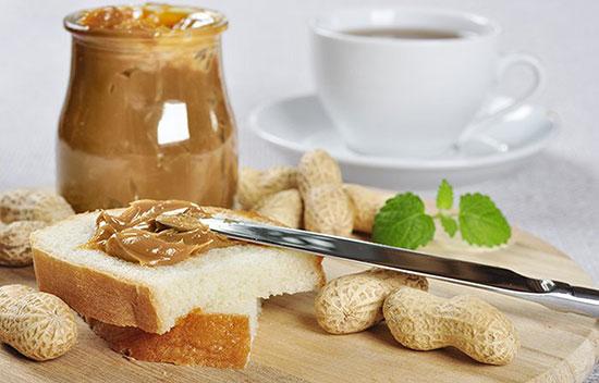 Bánh mì với bơ đậy phộng vừa dễ ăn vừa giúp tăng cân tự nhiên