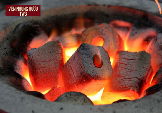 Không nên dùng than củi để sưởi ấm vì rất có hại cho sức khỏe của mẹ và bé
