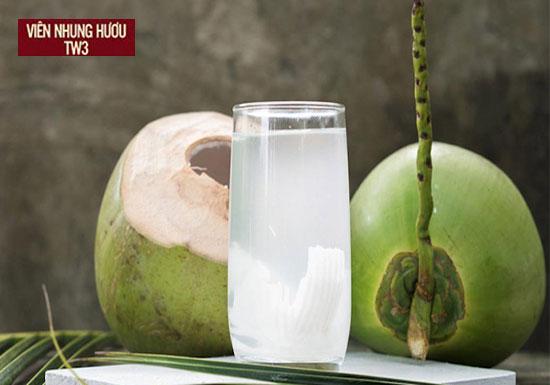 Nước dừa là loại nước uống tốt cho người chơi thể thao