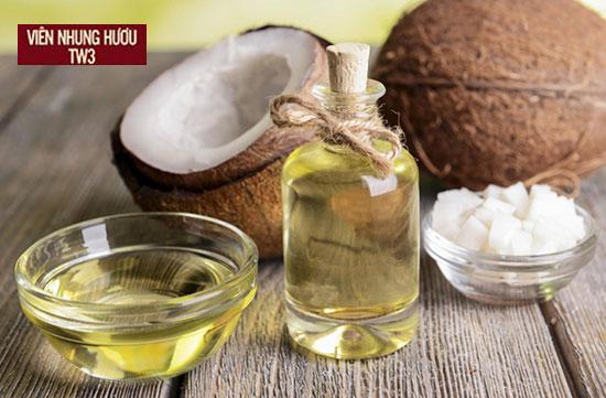 Sử dụng dầu dừa massage cho mắt và tay