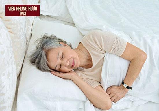 Thiết lập lịch ngủ khoa học giúp hạn chế nguyên nhân gây mất ngủ ở người già và giúp ngủ ngon hơn