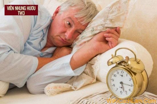 Tình trạng mất ngủ thường xuyên gặp ở người già